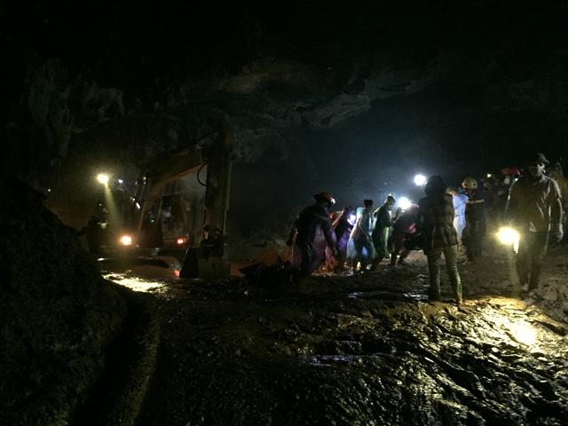 Tìm thấy thi thể nạn nhân cuối cùng vụ sập hầm vàng hang Cột Cờ - Ảnh 1.