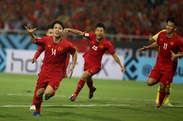 Đá bại Malaysia, Việt Nam rộng cửa vào bán kết - Ảnh 4.