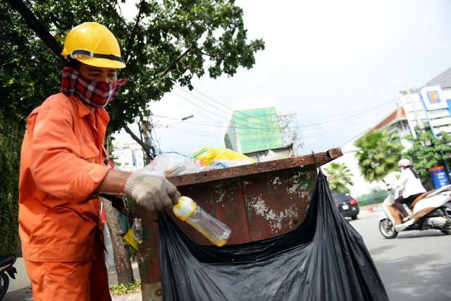 Ở TP.HCM không phân loại rác, coi chừng bị phạt 20 triệu - Ảnh 1.