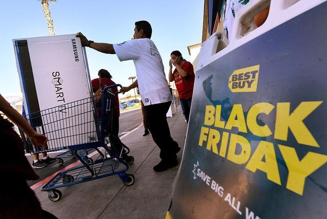 Black Friday là ngày gì mà khiến nhiều người phát cuồng? - Ảnh 1.