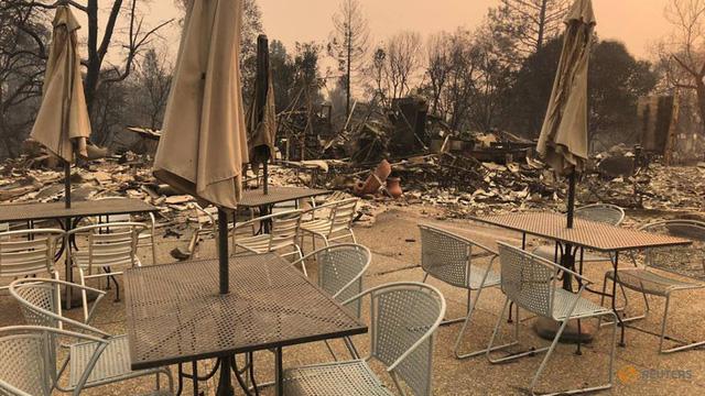 Cháy rừng Cali chưa dứt, dân phải hứng không khí độc hại - Ảnh 1.