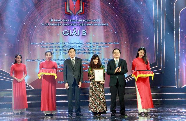 Báo Tuổi Trẻ nhận giải B vì sự nghiệp giáo dục VN năm 2018 - Ảnh 1.