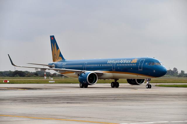 Lỗi cầu phao thoát hiểm, Vietnam Airlines cắt bớt 40 khách - Ảnh 1.