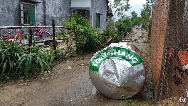 Phú Yên: Lốc xoáy làm hơn 100 ngôi nhà sập, tốc mái - Ảnh 12.