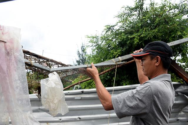 Phú Yên: Lốc xoáy làm hơn 100 ngôi nhà sập, tốc mái - Ảnh 9.