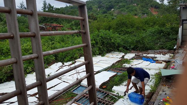 Phú Yên: Lốc xoáy làm hơn 100 ngôi nhà sập, tốc mái - Ảnh 6.