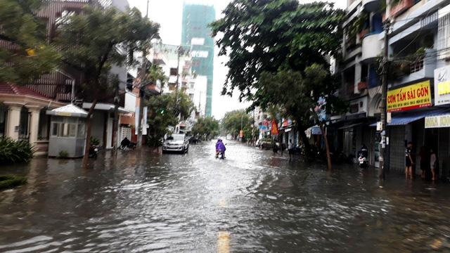 Nguyên nhân gây ngập nhiều nơi ở Nha Trang - Ảnh 2.