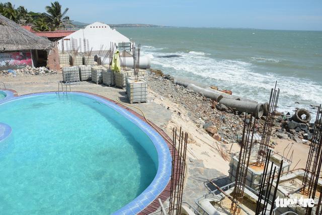"""Bờ biển """"thủ đô"""" resort Phan Thiết sạt lở nặng - Ảnh 2."""