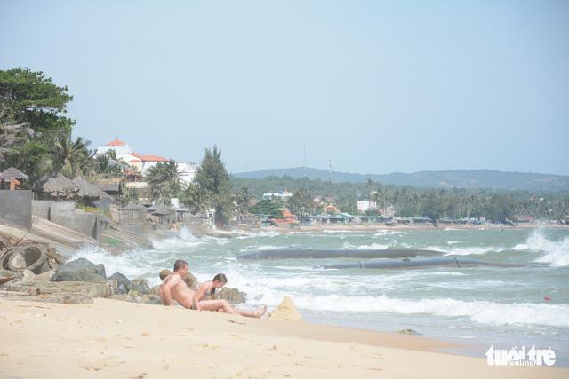 """Bờ biển """"thủ đô"""" resort Phan Thiết sạt lở nặng - Ảnh 4."""