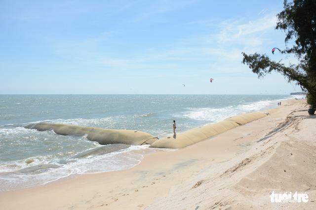 """Bờ biển """"thủ đô"""" resort Phan Thiết sạt lở nặng - Ảnh 5."""