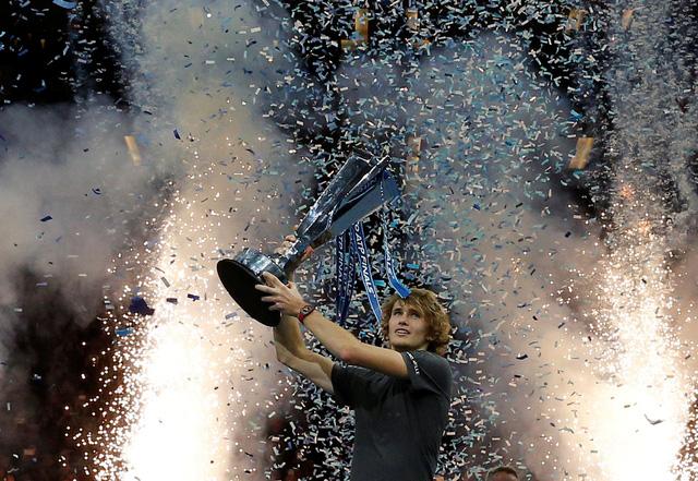 Đánh bại Djokovic, Zverev lần đầu vô địch Giải quần vợt ATP Finals - Ảnh 1.