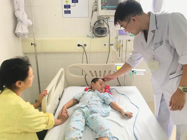 Bệnh nhi 4 tuổi bị tan máu cấp do dùng lá lộc mại chữa bệnh - Ảnh 1.