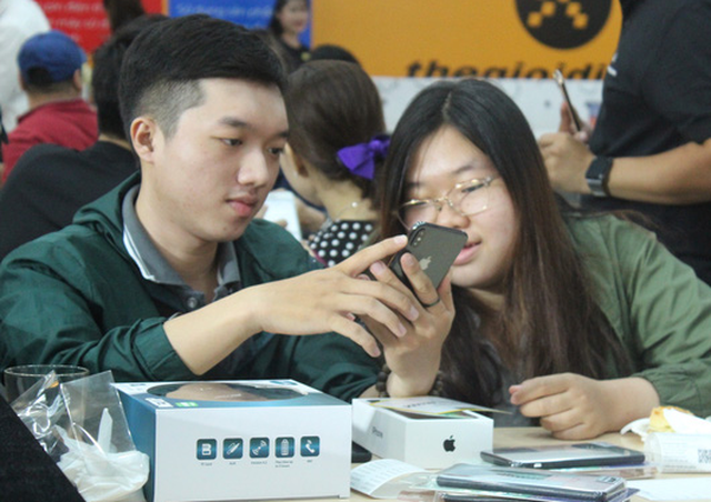 iPhone XR, XS và XS Max bắt đầu bán chính thức tại Việt Nam - Ảnh 1.