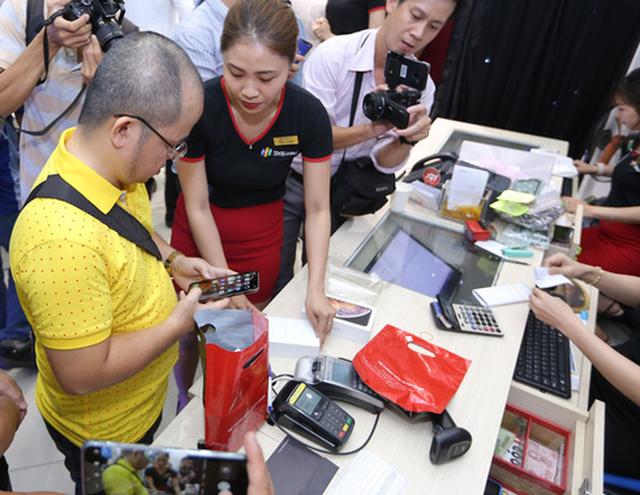 iPhone XR, XS và XS Max bắt đầu bán chính thức tại Việt Nam - Ảnh 2.