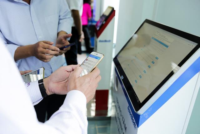 Tây Ninh cho dân làm thủ tục hành chính qua ứng dụng di động - Ảnh 1.