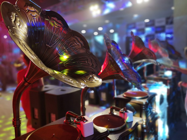 Đi xem loa trăm triệu tại triển lãm thiết bị trình diễn chuyên nghiệp - Ảnh 1.