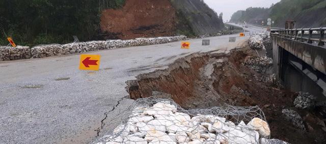Cao tốc Nội Bài - Lào Cai sửa xong đường tạm - Ảnh 1.