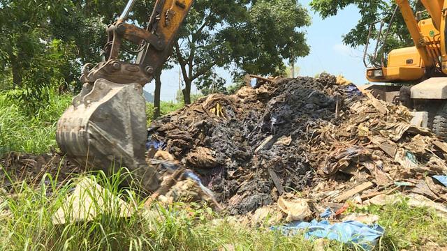 Đổ trộm chất thải bị phạt gần 500 triệu đồng - Ảnh 1.