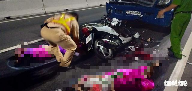 Chạy ngược chiều cầu Cao Lãnh, 2 nữ sinh bị xe tải tông chết - Ảnh 2.