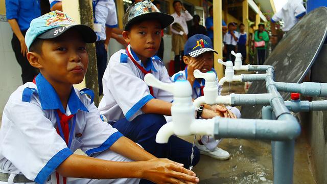 Khánh thành 4 công trình cấp nước sạch cho học sinh Bạc Liêu - Ảnh 1.
