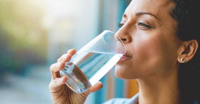 Giữ cơ thể đủ nước: Vì sao quan trọng đến vậy? - Ảnh 1.