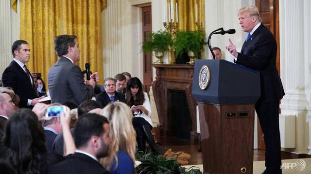Nhà Trắng khôi phục quyền tác nghiệp cho nhà báo CNN - Ảnh 1.