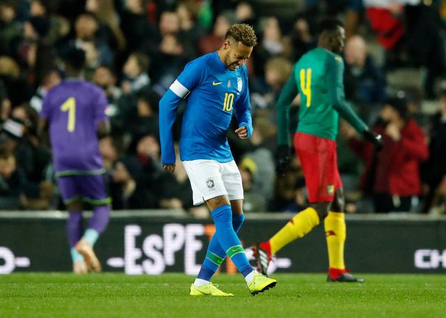 Neymar chấn thương trong trận Brazil thắng Cameroon - Ảnh 1.