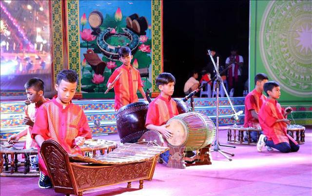 Liên hoan nhạc ngũ âm và múa dân gian Khmer - Ảnh 1.