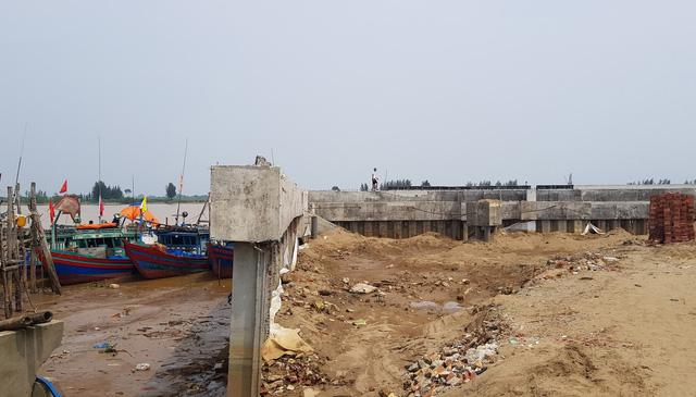 Yêu cầu tháo dỡ công trình lấn chiếm sông Mã trái phép - Ảnh 1.