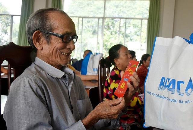 Doanh nghiệp góp hơn 100 tỉ đồng lo cho người nghèo - Ảnh 1.