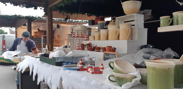 Chợ Giáng sinh ở Thuỵ Sĩ tất bật vào mùa lễ hội cuối năm - Ảnh 4.