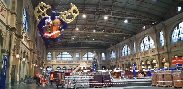 Chợ Giáng sinh ở Thuỵ Sĩ tất bật vào mùa lễ hội cuối năm - Ảnh 1.