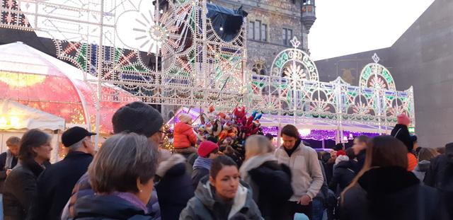 Chợ Giáng sinh ở Thuỵ Sĩ tất bật vào mùa lễ hội cuối năm - Ảnh 3.