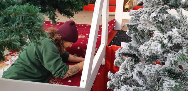 Chợ Giáng sinh ở Thuỵ Sĩ tất bật vào mùa lễ hội cuối năm - Ảnh 5.