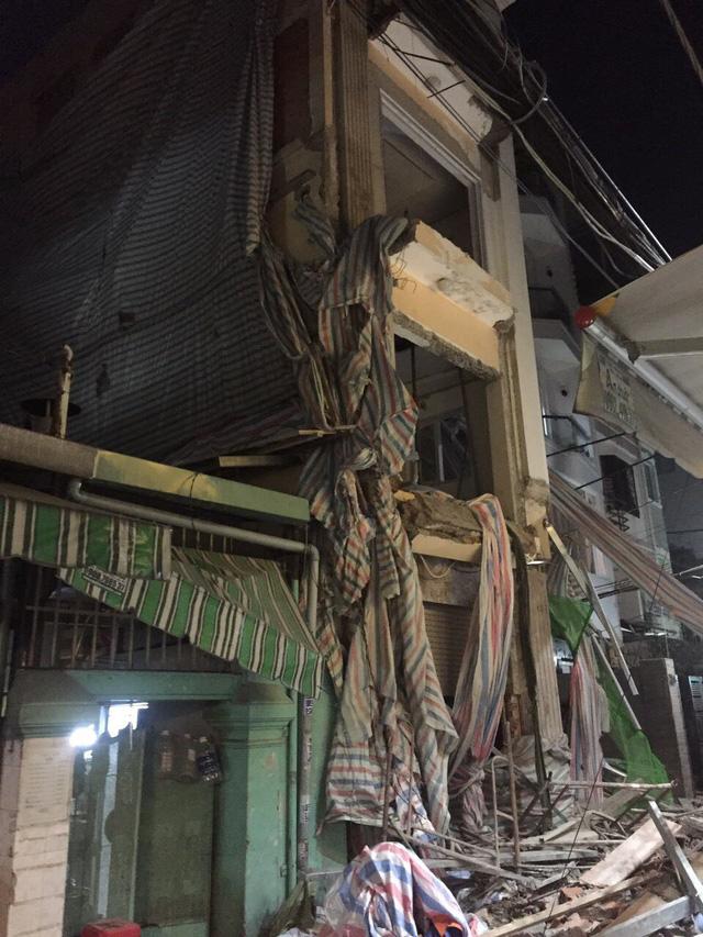 Sập giàn giáo công trình sửa nhà ở quận 1, TP.HCM, một người chết - Ảnh 3.