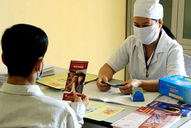 Bảo hiểm y tế đối với người nhiễm HIV - Ảnh 1.