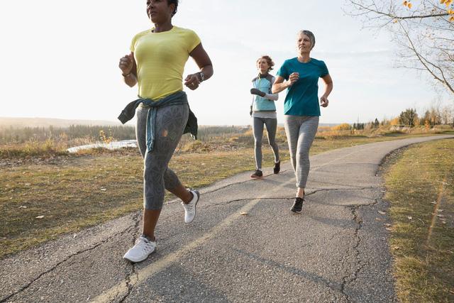 Tập thể dục thường xuyên khiến bạn trẻ hơn 30 tuổi - Ảnh 1.