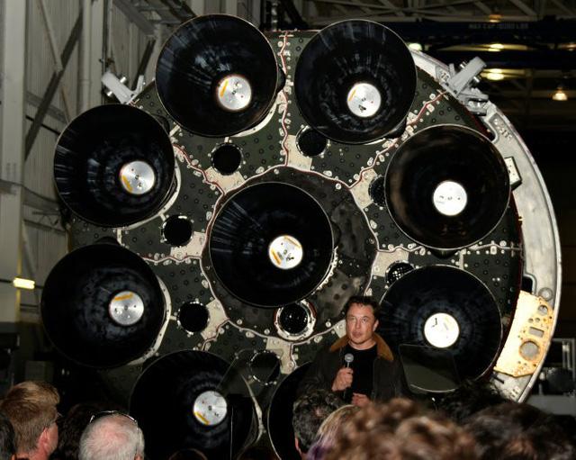 NASA muốn thanh tra nơi làm việc của SpaceX, Boeing - Ảnh 1.