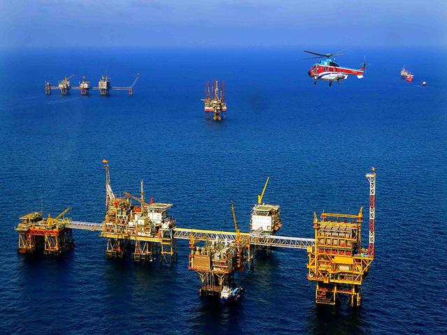 Giàn khoan dầu khí chuẩn bị ứng phó với bão số 9 - Ảnh 1.