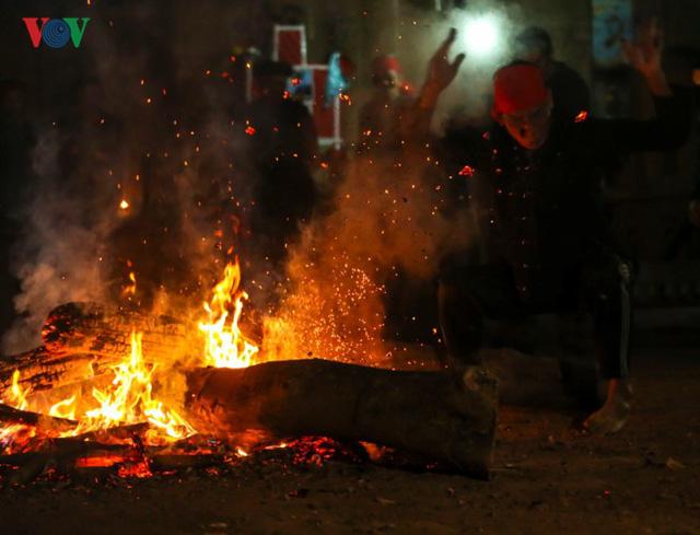Điện Biên: Phục dựng lễ nhảy lửa của dân tộc Dao ở bản Huổi Sâu - Ảnh 1.