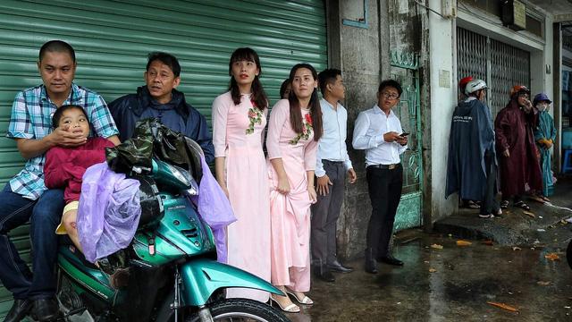 Tiệc cưới vắng cô dâu chú rể vì phà Bình Khánh đóng cửa tránh bão - Ảnh 2.