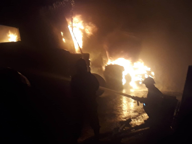 Đang cháy lớn xưởng lốp xe gần khu nhà trọ sinh viên - Ảnh 4.