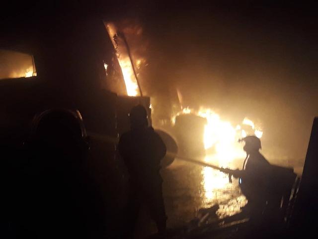 Đang cháy lớn xưởng lốp xe gần khu nhà trọ sinh viên - Ảnh 6.