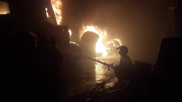 Đang cháy lớn xưởng lốp xe gần khu nhà trọ sinh viên - Ảnh 5.