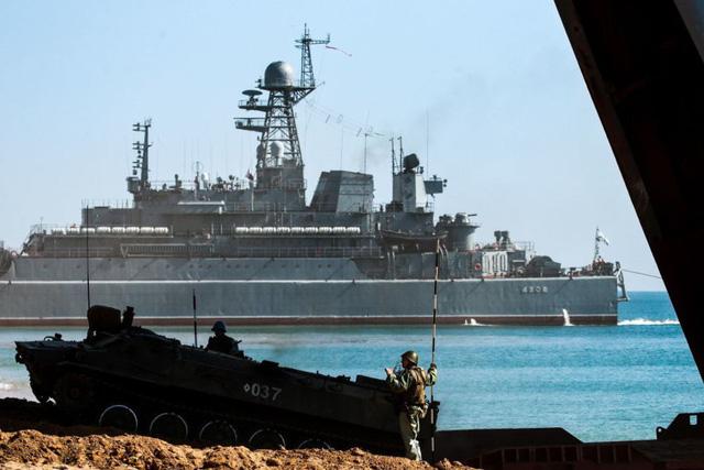 Ukraine tố tàu tuần duyên Nga đâm tàu kéo trên Biển Đen - Ảnh 1.
