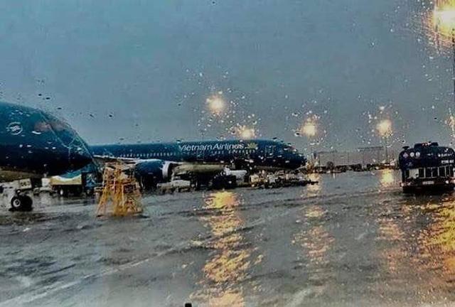 Không có chuyện sân bay Tân Sơn Nhất ngập nước - Ảnh 1.