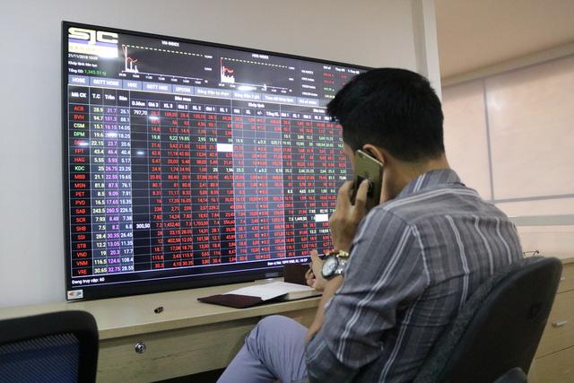Cổ phiếu Vingroup tăng mạnh ngày VinFast chào sân Sài Gòn - Ảnh 1.