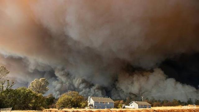 Đã khống chế toàn bộ đám cháy rừng chết chóc nhất ở California - Ảnh 2.