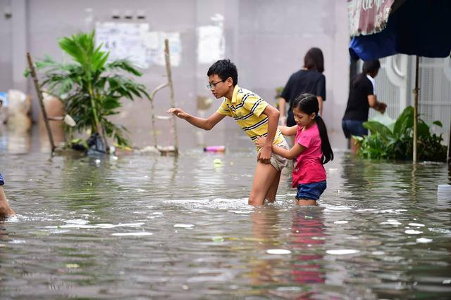 Học sinh Sài Gòn hết dám hóng bão vì quá sợ - Ảnh 2.