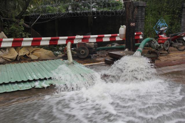 Cả xóm trọ ở Thảo Điền xin nghỉ việc vì nhà ngập nặng - Ảnh 13.